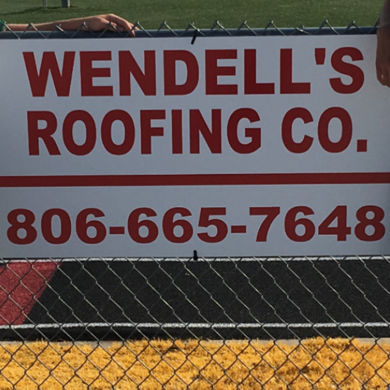Wendell's Roofing Company Logo